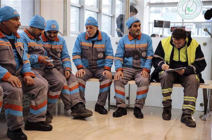 İşçiler kadro beklentisiyle yaşıyor