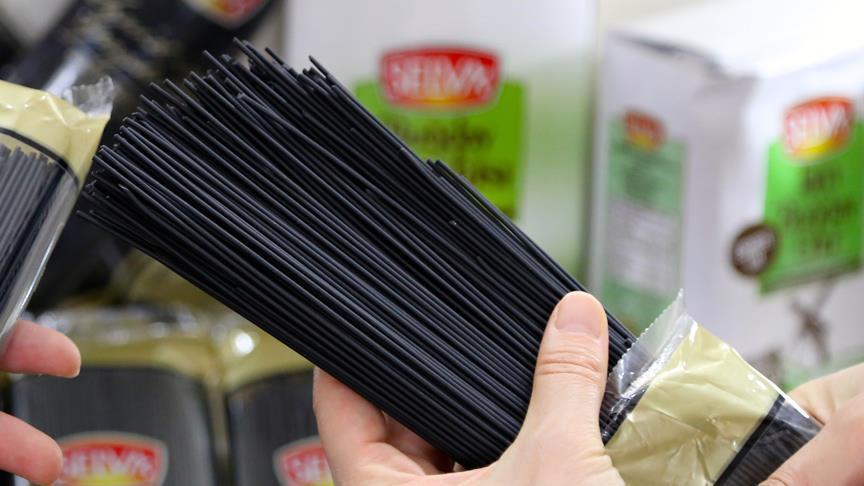Mürekkep Balıklı Spaghetti görenleri şaşırtıyor