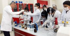 Lise öğrencileri doğal deterjan üretti
